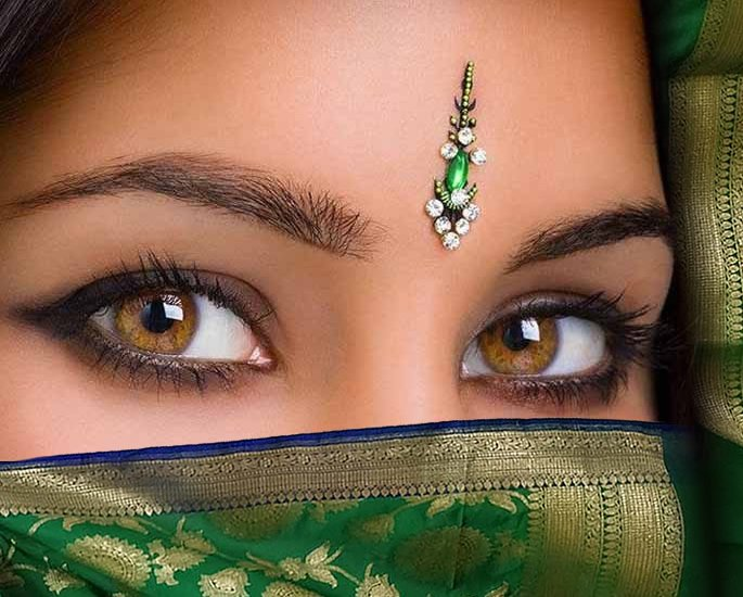 20 Bindi Designs which are Very Fashionable - Embroidered