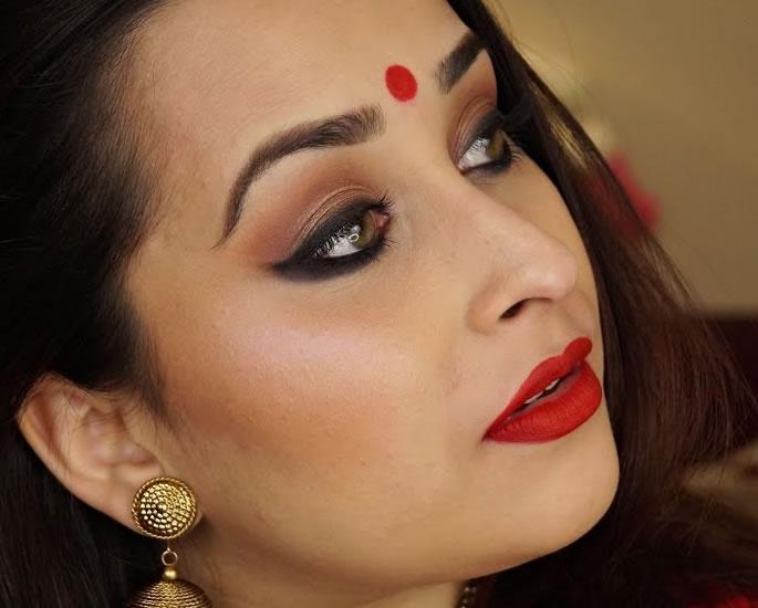 20 Bindi Designs which are Very Fashionable - Red Bindi