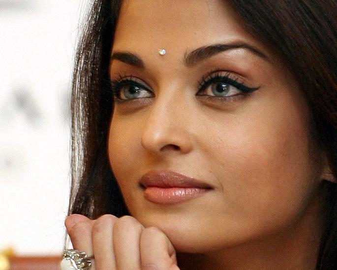 20 Bindi Designs which are Very Fashionable - diamond