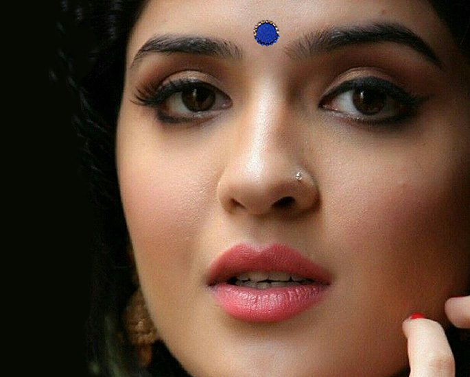 20 Bindi Designs which are Very Fashionable - velvet