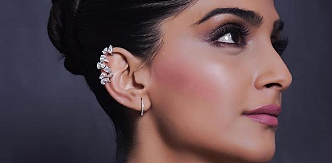 5 best highlighters set to sparkle at desi weddings f