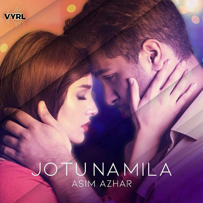 Asim Azhar Releases the Soulful 'Jo Tu Na Mila' in India - Asim Azhar Iqra Aziz embrace