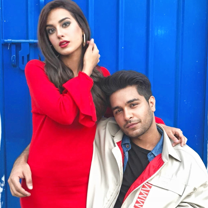 Asim Azhar Releases the Soulful 'Jo Tu Na Mila' in India - Iqra Aziz and Asim Azhir Promotional Photo