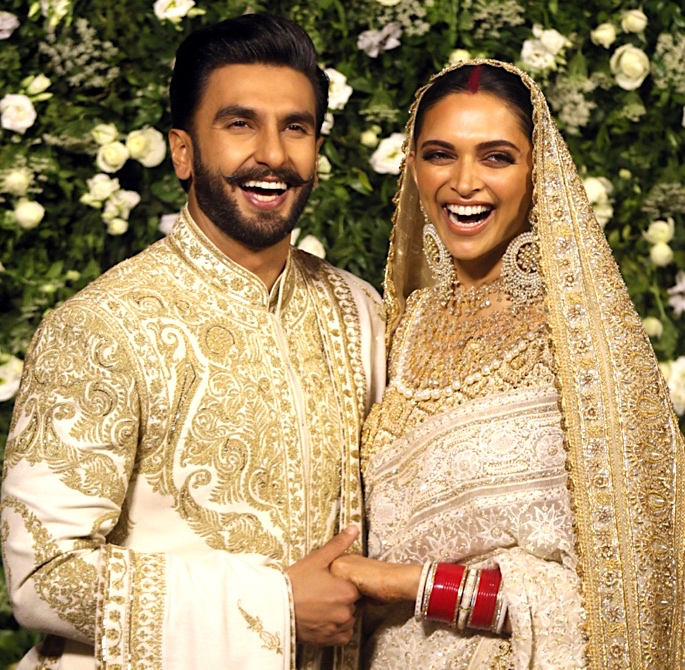 Ranveer & Deepika host Grand Mumbai Wedding Reception - smiling