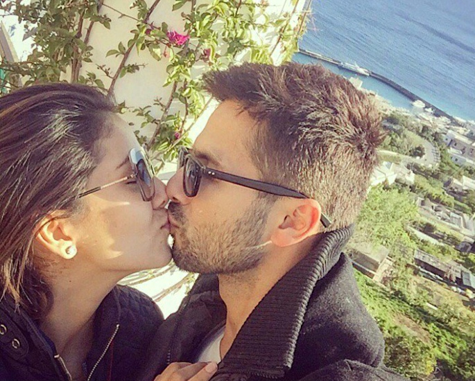 Shahid Kapoor and Mira Kapoor celebrate Diwali with a kiss - shahid Kapoor mira kapoor copy
