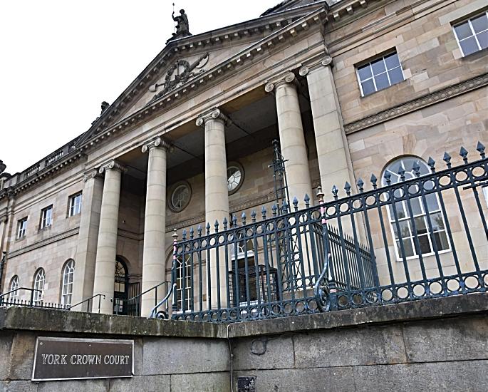 Shoplifting Mums ने £ 2000 मूल्य के डिज़ाइनर गियर यार्क क्राउन कोर्ट के साथ पकड़ा - लेख (1) में
