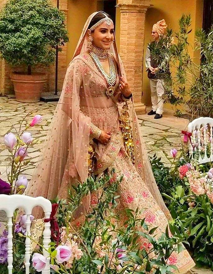 best-brides-of-sabyasachi-anushka-2-in-article (2)