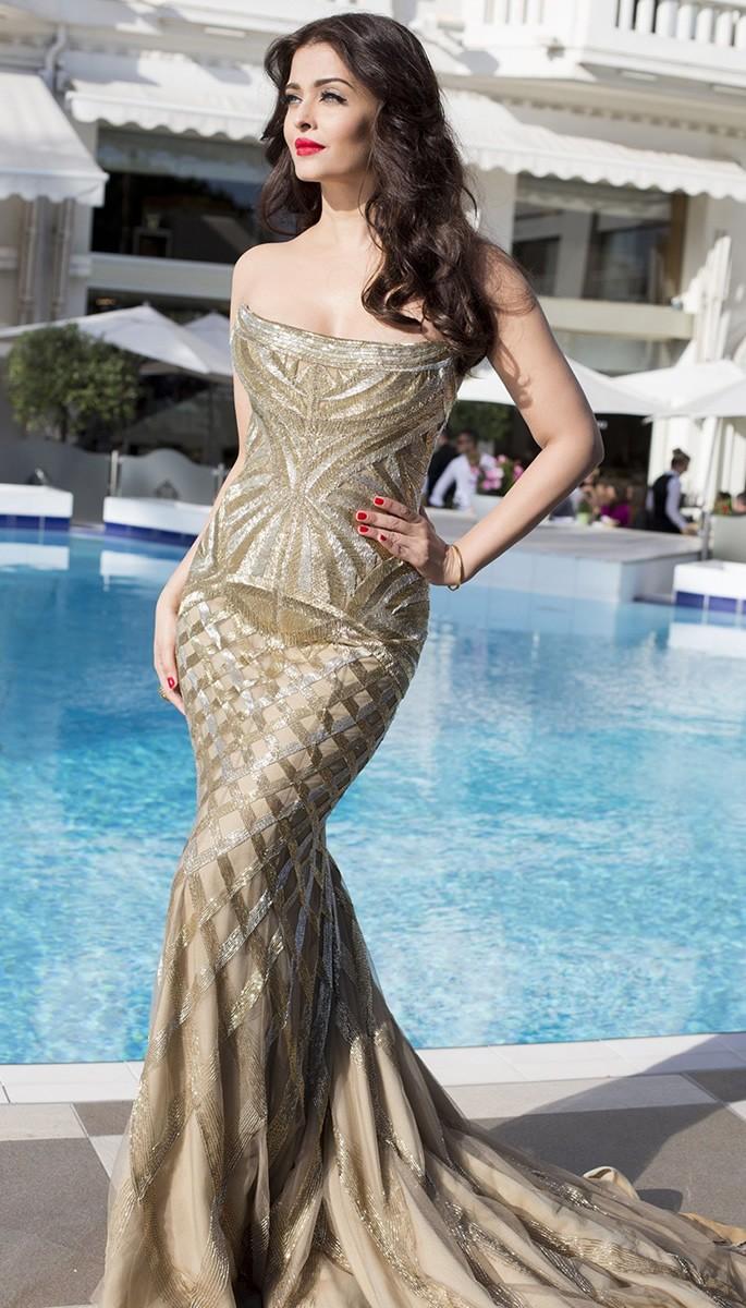 10 Amazing Fashion Looks of Aishwarya Rai Bachchan - Gold Fishtail