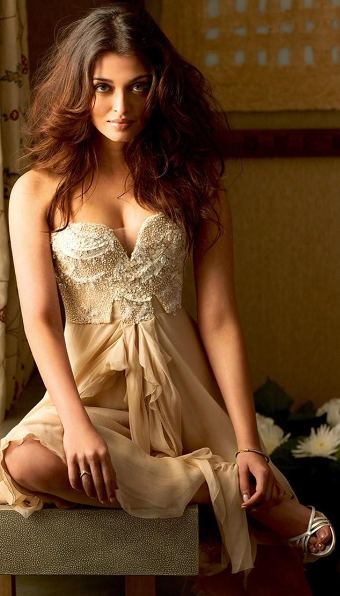 10 Amazing Fashion Looks of Aishwarya Rai Bachcan - Nude Dress