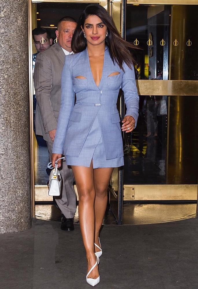 10 Gorgeous Fashion Looks of Priyanka Chopra - blue skirt suit