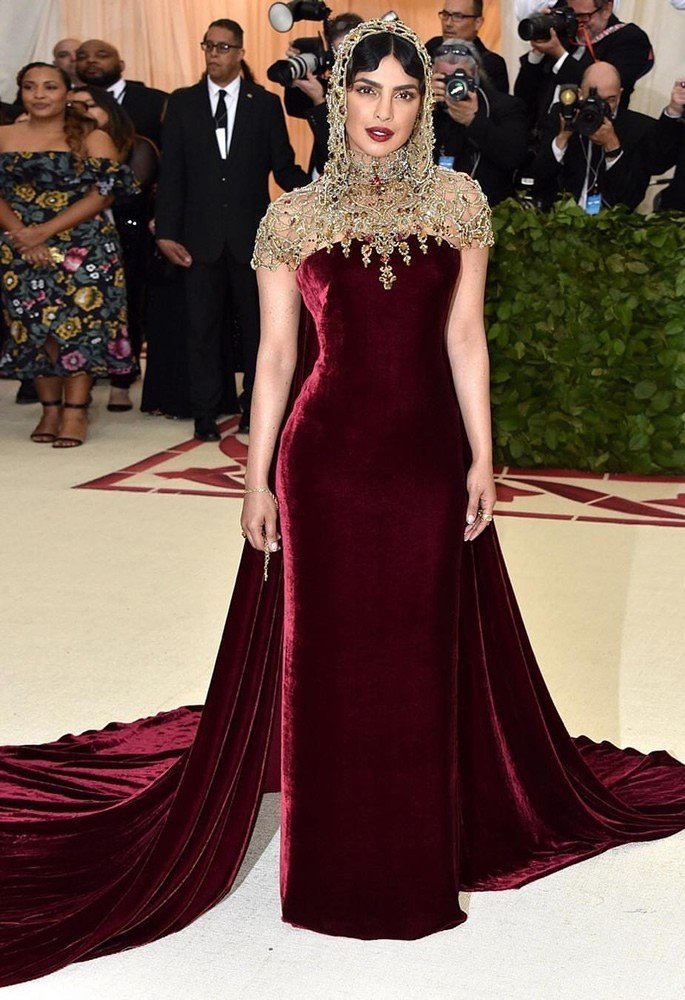10 Gorgeous Fashion Looks of Priyanka Chopra - met gala