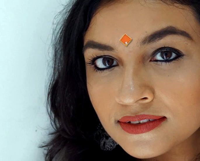 20 Bindi Designs which are Very Fashionable - Geometric
