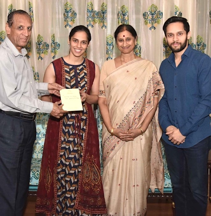 Ace Shuttlers Saina Nehwal & Parupalli Kashyap get married - ESL Narasimhan