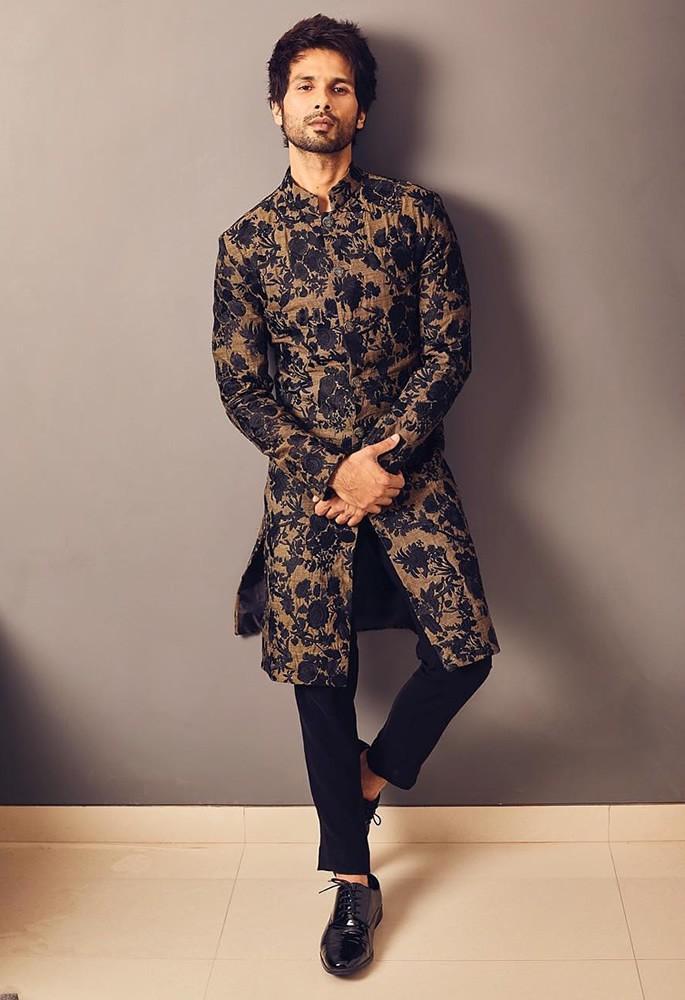 Best Dressed Celebrities at Isha Ambani & Anand Piramal Wedding - Shahid Kapoor blk