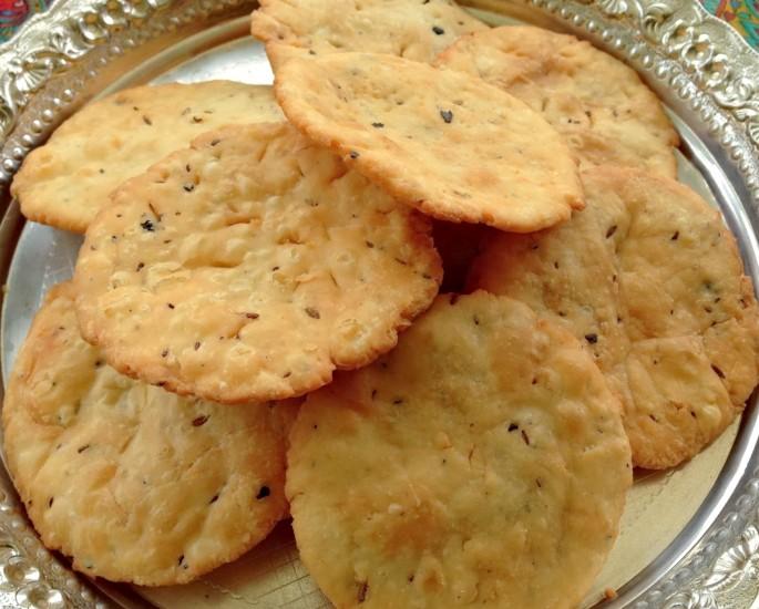 Gujarati Sweets and Savoury Snacks to Enjoy - farsi puri