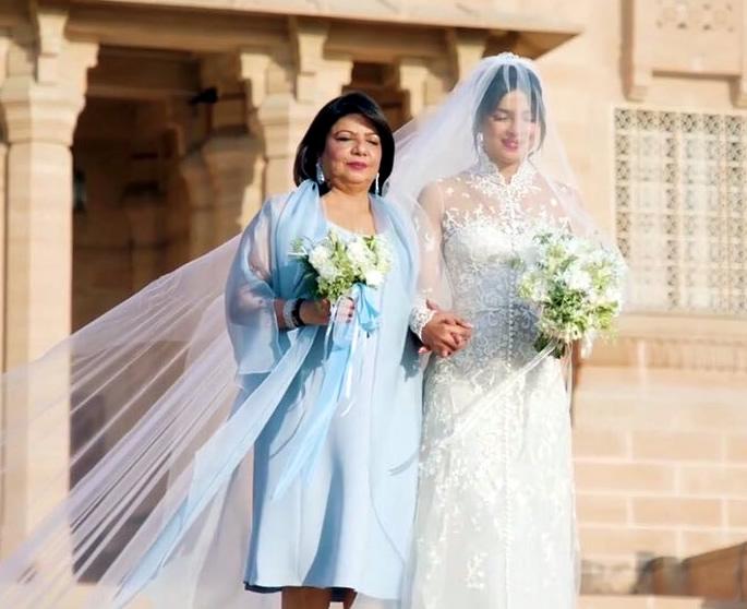 Highlights of Priyakna and Nicks Wedding in India - dress