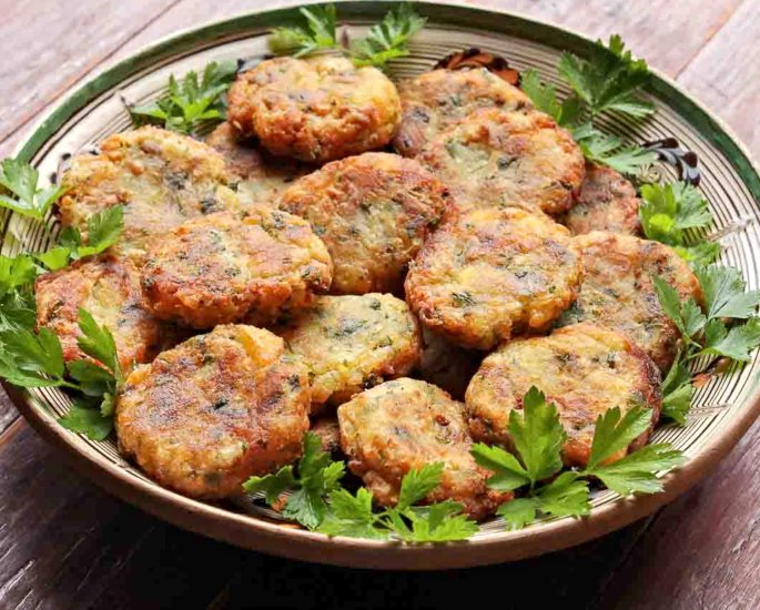 Indian Christmas Finger Foods & Sweet Snacks to Enjoy - aloo tikki