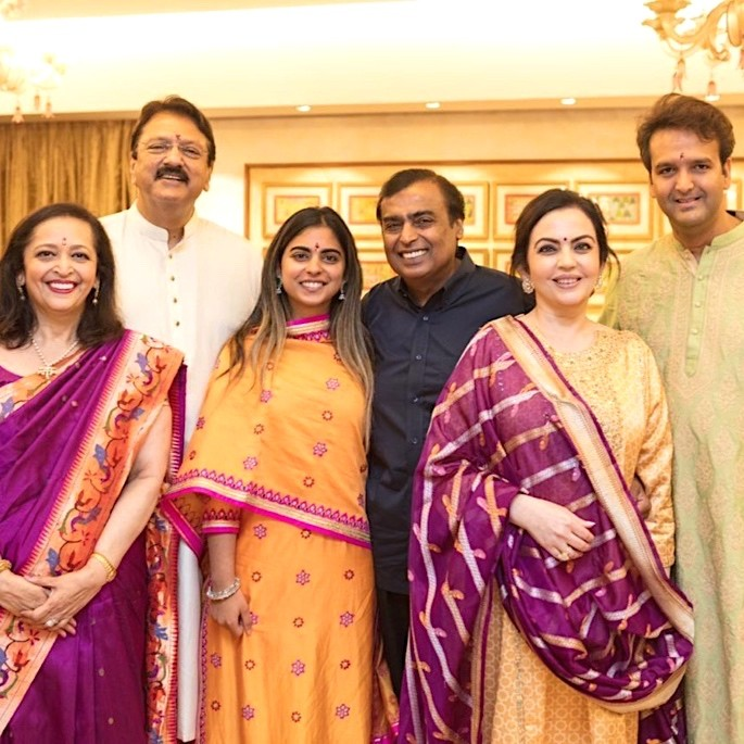 Isha Ambani Sangeet_ Bollywood Stars & Beyonce perform - ambani and primal family