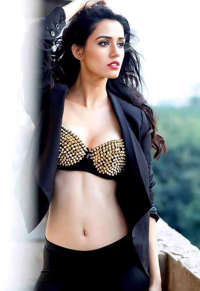 12 Stunning and Sexy Fashion Looks of Disha Patani - black brassiere