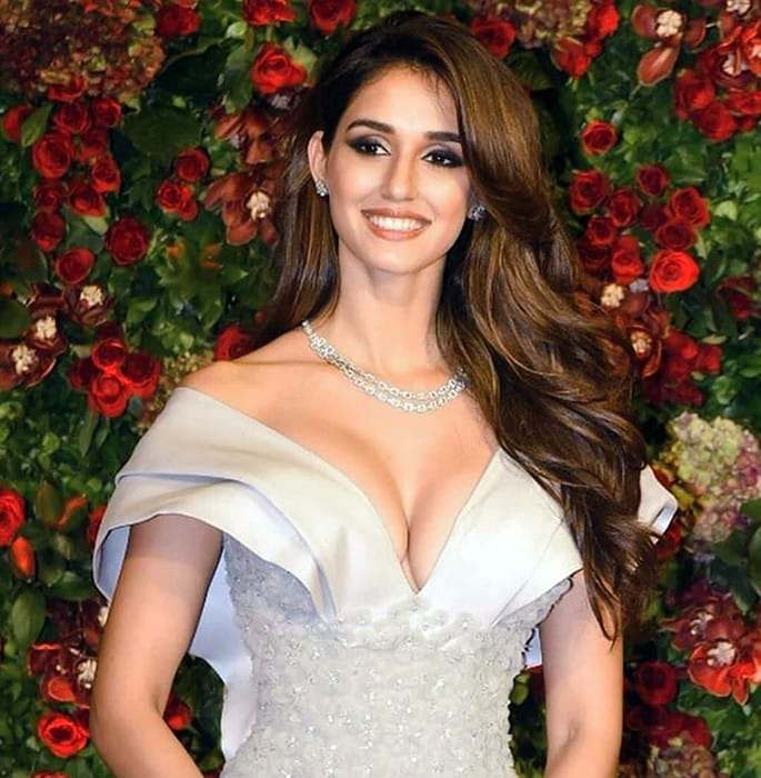 12 Stunning and Sexy Fashion Looks of Disha Patani - hourglass