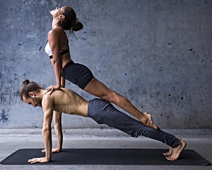 एक बेहतर सेक्स लाइफ के लिए शानदार योगा पोसिशन्स - डॉग पोज़.जेपीजी
