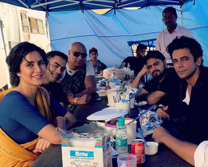 Katrina Kaif and Salman Khan hit 'Sixes' playing Cricket - set