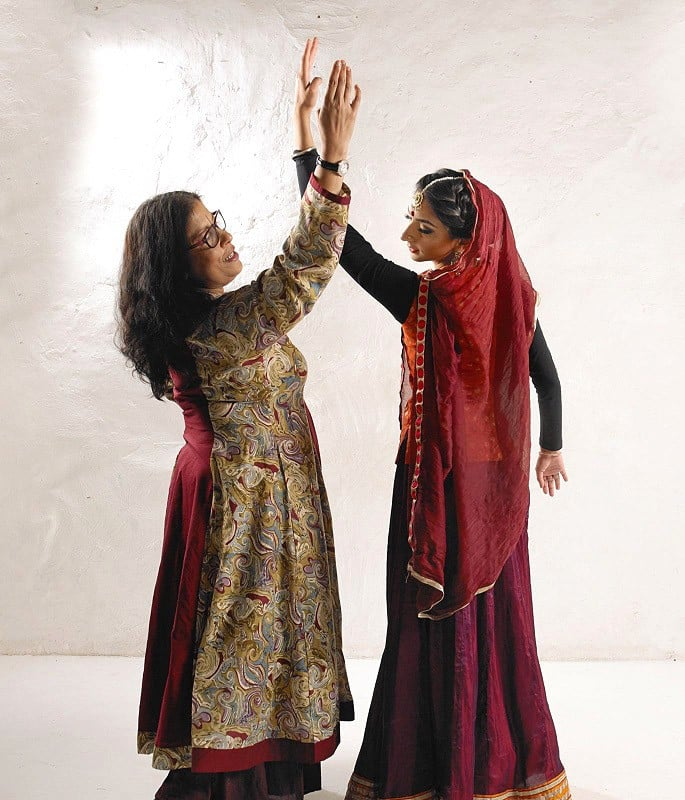 Sujata Banerjee talks Indian Dance, Process & Education - Sujata preparing student for performance