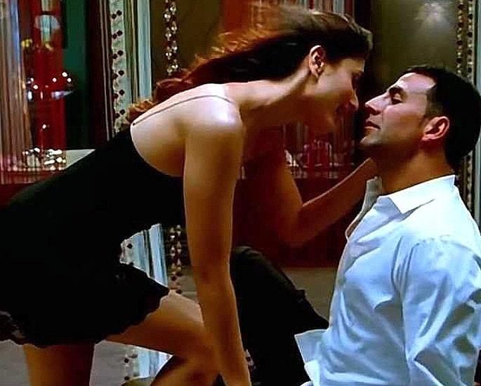 करीना कपूर द्वारा 10 सर्वश्रेष्ठ बॉलीवुड नृत्य - बेबो मेन बेबो