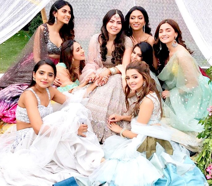 Alia Bhatt celebrates Friends Sangeet with Dance - A2