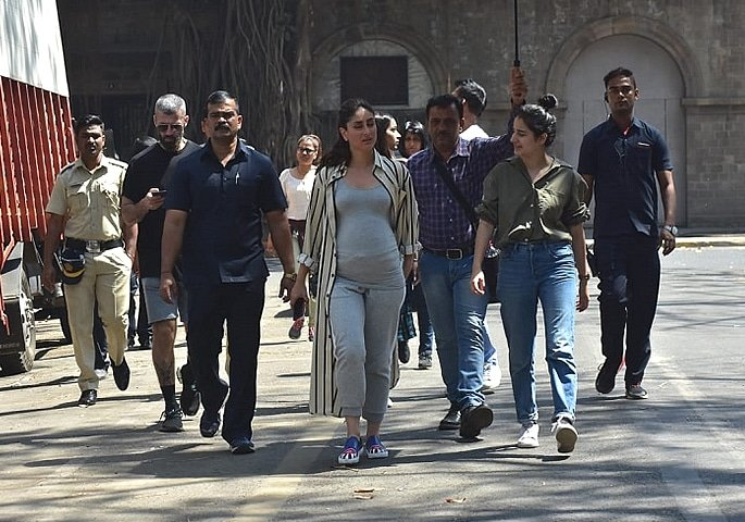 Is Kareena Kapoor Khan 'Pregnant' showing Baby Bump 2