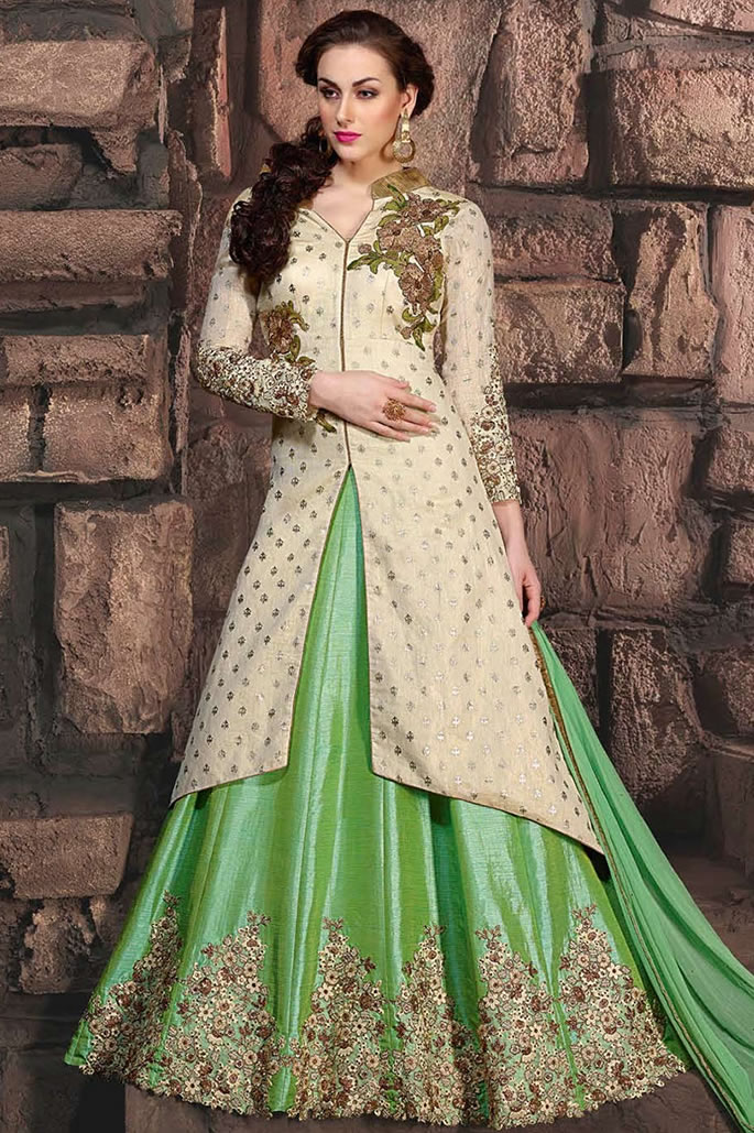 10 Stylish Fashion Looks of Pakistani Women - Lehenga Green