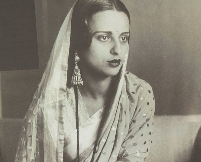 7 Indian Women Artists known for their Art - amrita