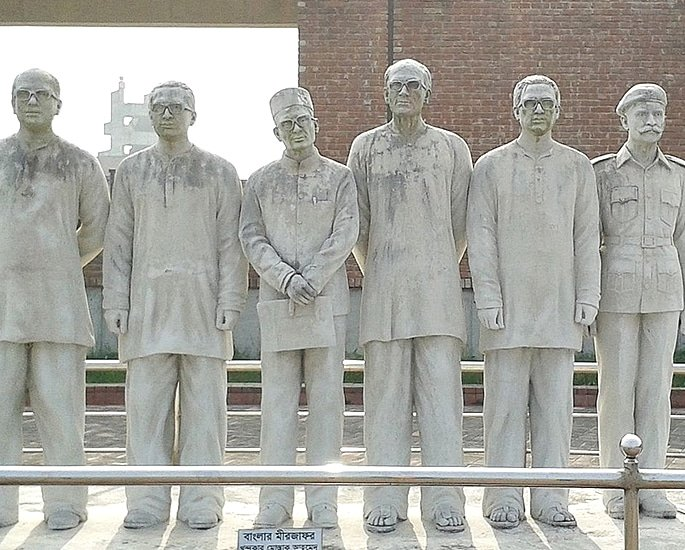 7 Sculptures that are Popular in Bangladesh - memorial