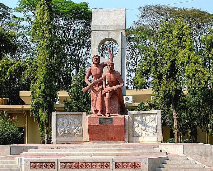 7 Sculptures that are Popular in Bangladesh - shabash