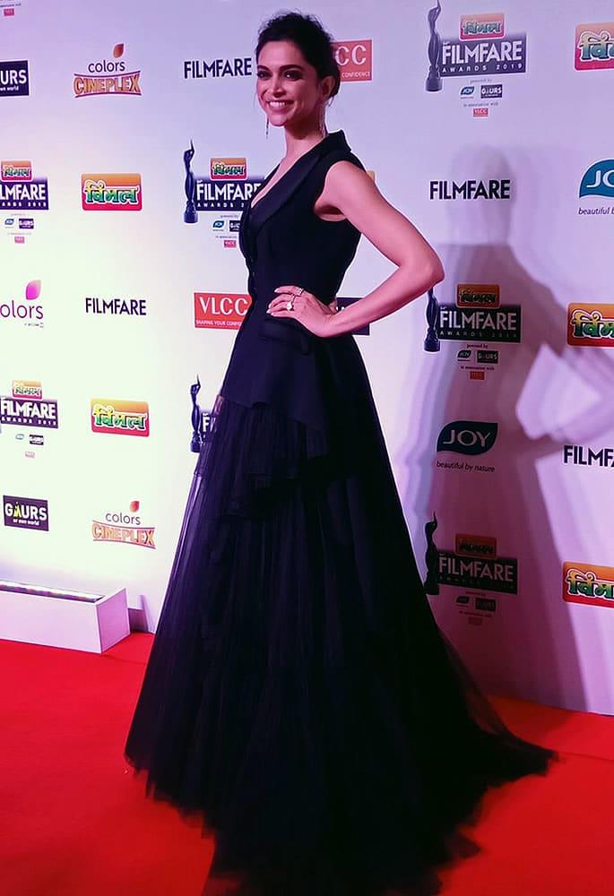 est-Dressed-Filmfare 2019 - Deepika