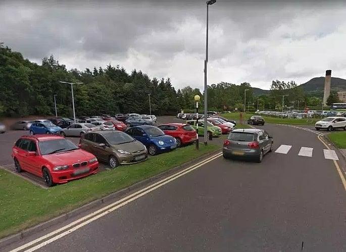 क्रॉली मैन ने एयरपोर्ट कार पार्किंग स्कैम से '£ 1m' बनाया