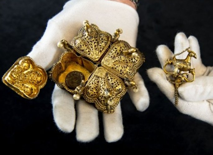 Tipu Sultan's stolen Treasure found in UK Family's Attic