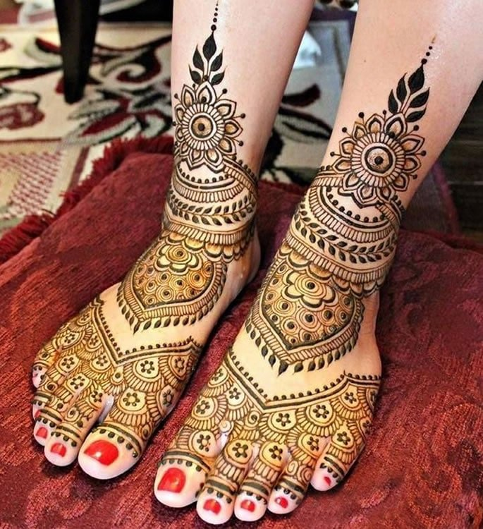 10 Feet Henna Designs that are Beautiful for Weddings - Floral