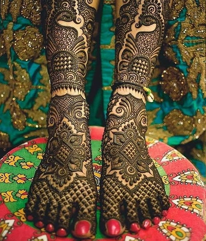 10 Feet Henna Designs that are Beautiful for Weddings - Pakistani style