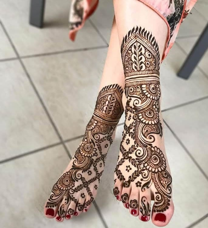 10 Feet Henna Designs that are Beautiful for Weddings - diagnols