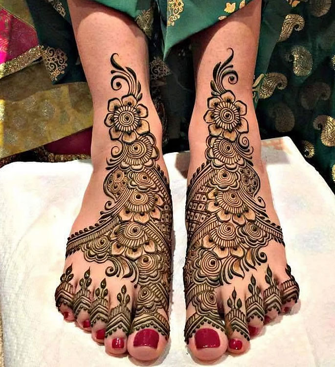 10 Feet Henna Designs that are Beautiful for Weddings - middle eastern