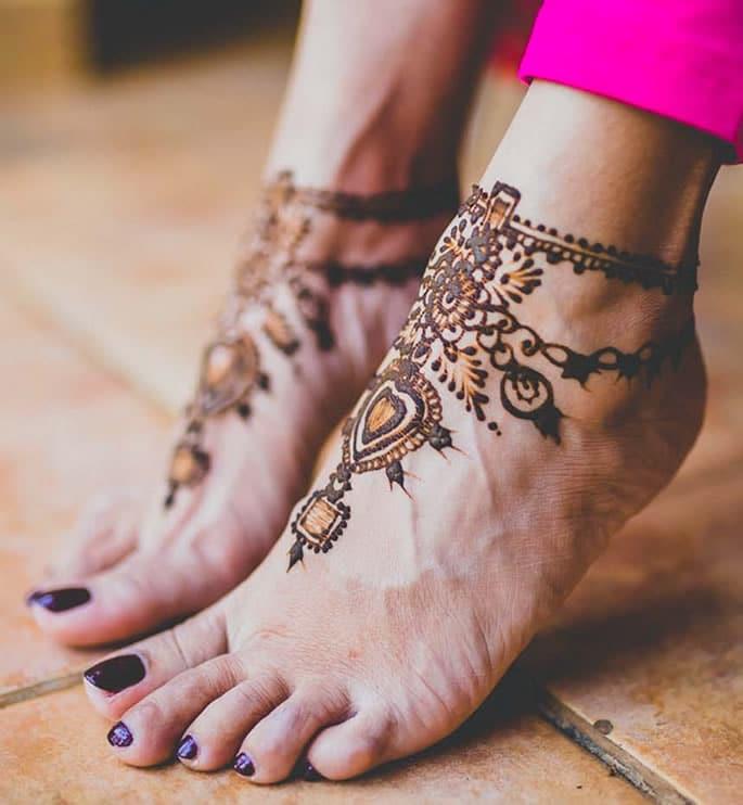 10 Feet Henna Designs that are Beautiful for Weddings - minimal