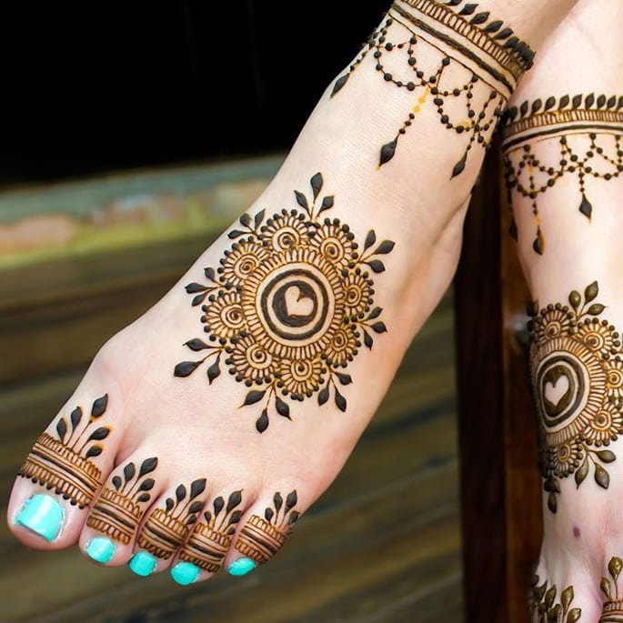 10 Feet Henna Designs that are Beautiful for Weddings - simple