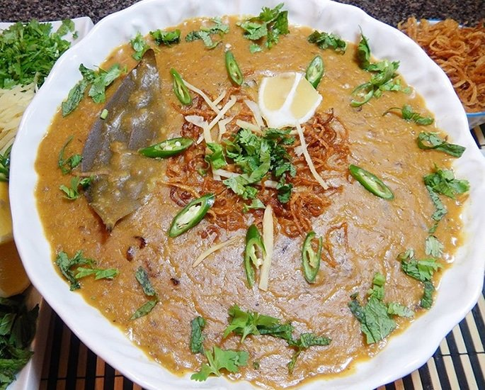 12 Best Regional Foods from Pakistan - haleem