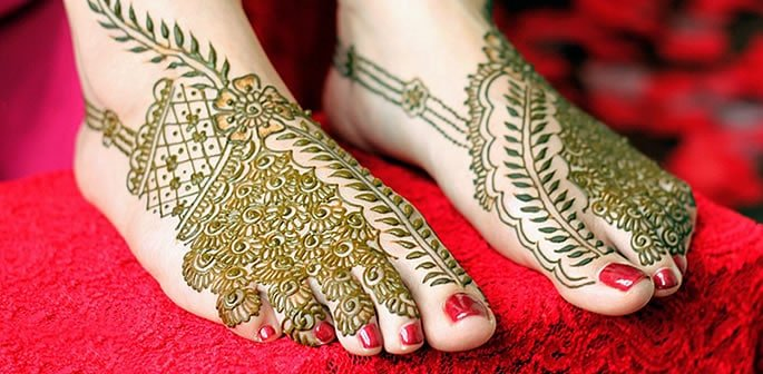 12 Feet Henna Designs that are Beautiful for Weddings