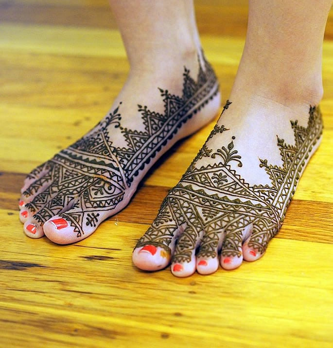 12 Feet Henna Designs that are Beautiful for Weddings - moroccan