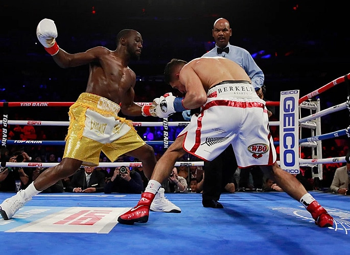 Amir Khan loses Title Fight in Controversial Circumstances 2