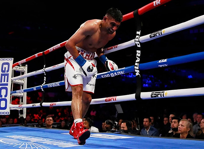 Amir Khan loses Title Fight in Controversial Circumstances 3