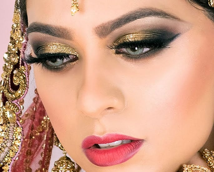 Best Makeup Tips for your Desi Wedding - gold glitter