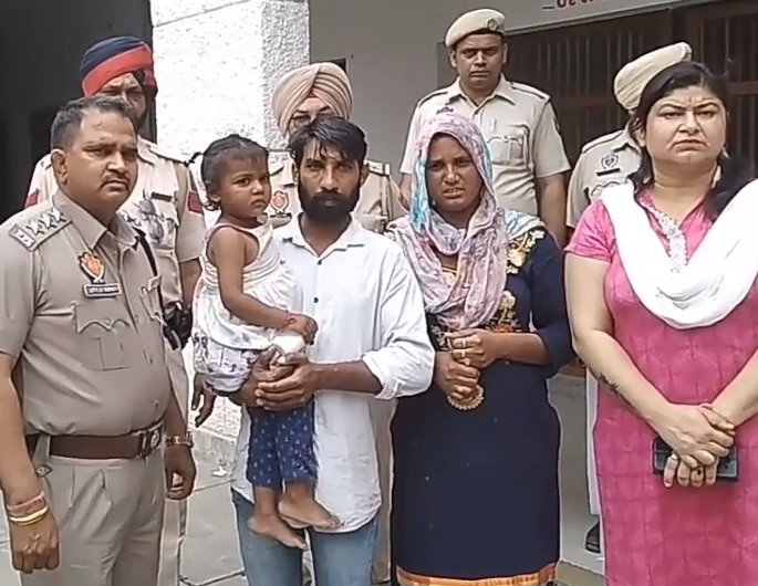 Punjabi Lovers left their Children and Eloped with Niece - parents
